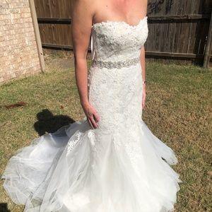Essense of Australia white wedding dress